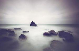 海のかなたから感じるオーラ