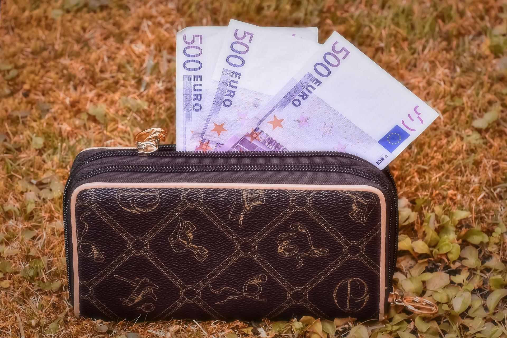 長財布を持つことで金運はアップするのか