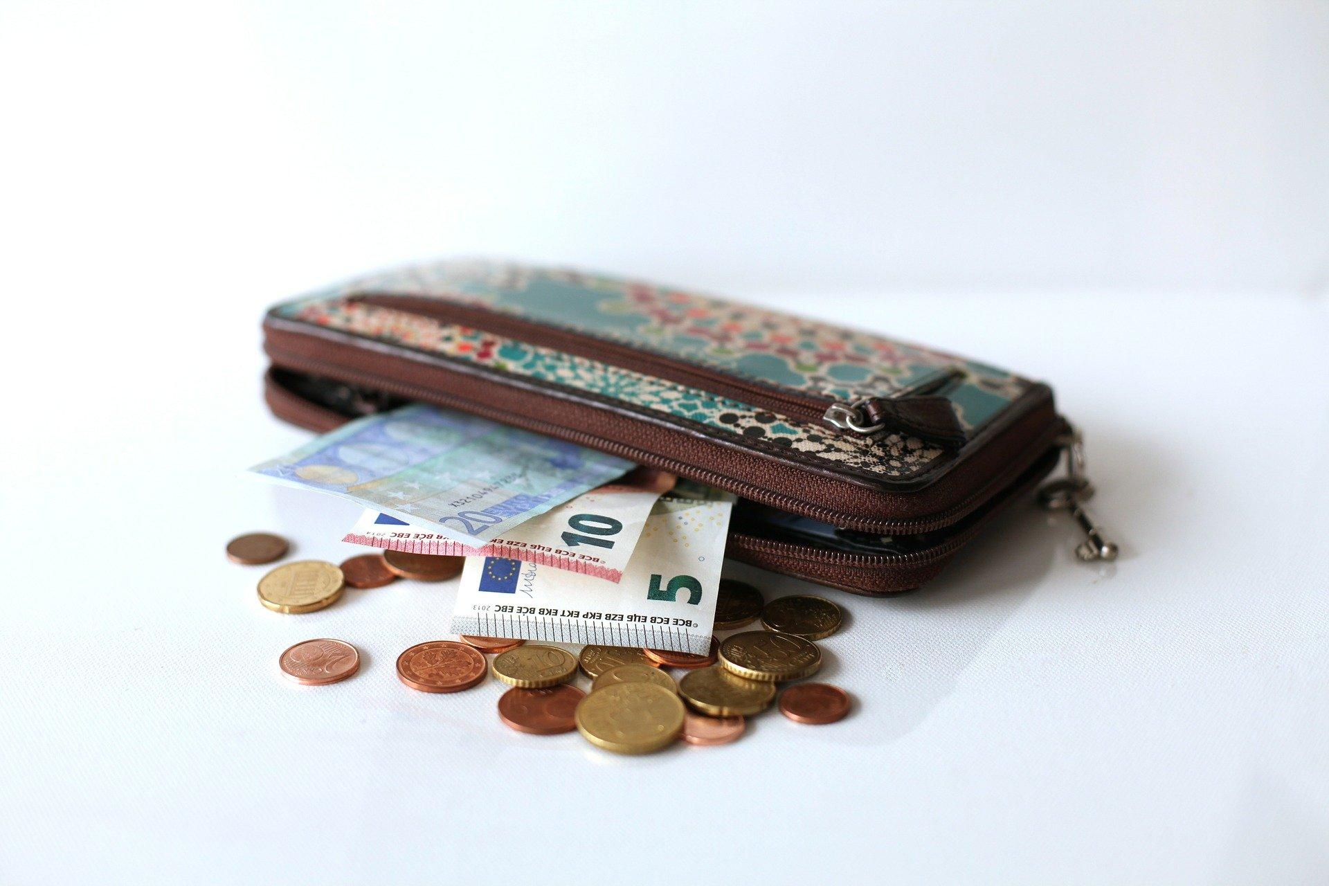 紙幣と硬貨を同じ財布に入れたら金運は落ちるのか